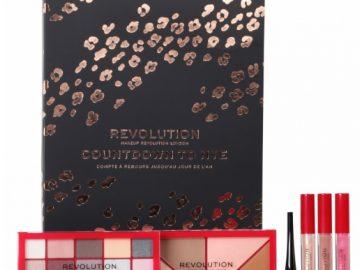 zestaw kosmetyków do makijażu - różne produkty